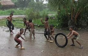 kids-in-rain
