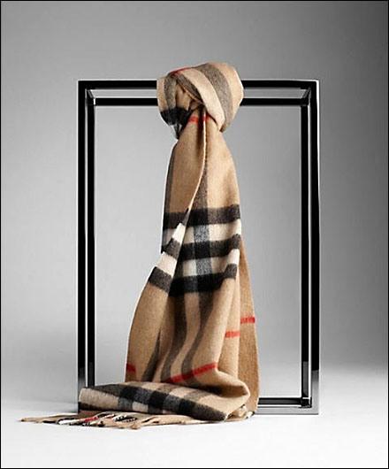 Burberry's simplicity in Visual merchandising (3/5)