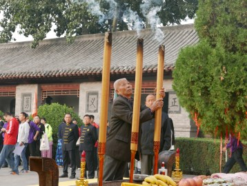 The worship ceremony to the Chen family ancestors.