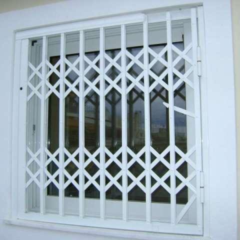 Πτυσσόμενα Κάγκελα Ασφαλείας σε παράθυρο σε οικία στην Παλλήνη