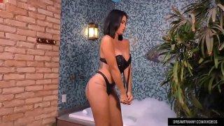 Transexual Agatha Melo tomando un baño de burbujas