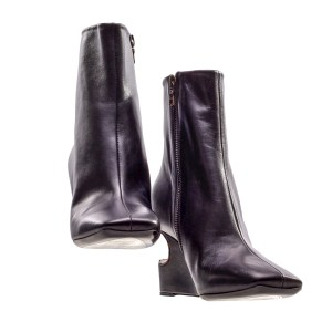 Lot #57 – Bill & Ted Face The Music (2020) Great Leader  Holland Taylor  Production Closet Boots Ch #1