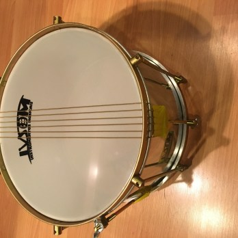 Ivsom 12″ aluminum caixa with double strings