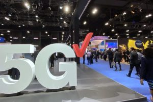 Verizon's Los Angeles 5G relaunch hints at carriers' top 2020 issue: Coverage