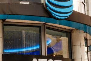 AT&T loses another 1.2 million TV subscribers as DirecTV keeps tanking