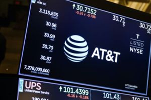 AT&T loses another 600,000 TV customers as it seeks buyer for DirecTV