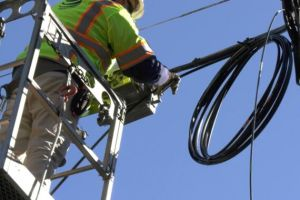 AT&T promises fiber-to-the-home expansion in 90 metro areas this year