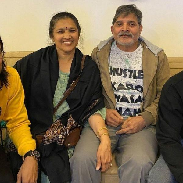 Bhuvan Bam with his parents & family happy times