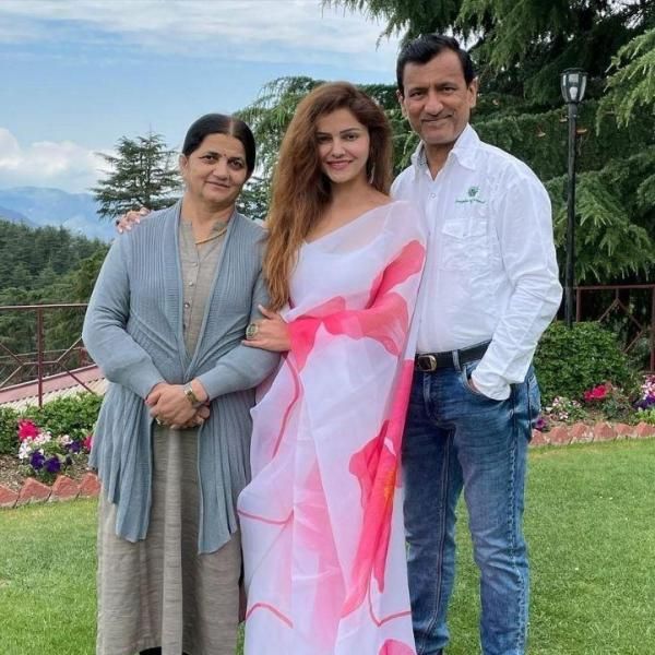 Rubina Dilaik with Mother and father on father's day