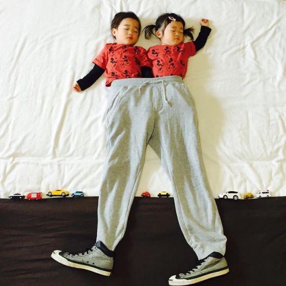 sleeping-japanese-twins-mom-dress-up-kids-photography-ayumiichi-2-57df9d14178c8__700