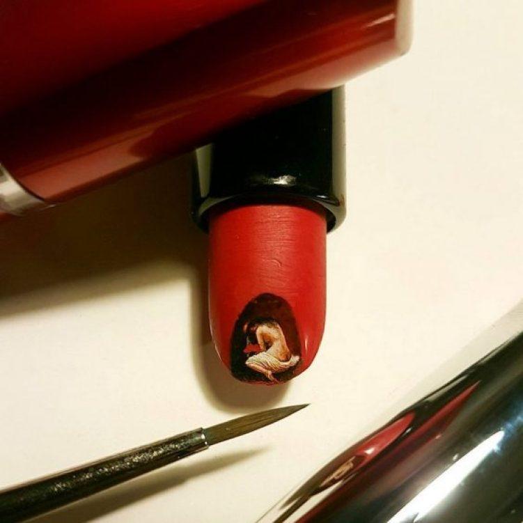 25-woman-in-lipsticks-edge
