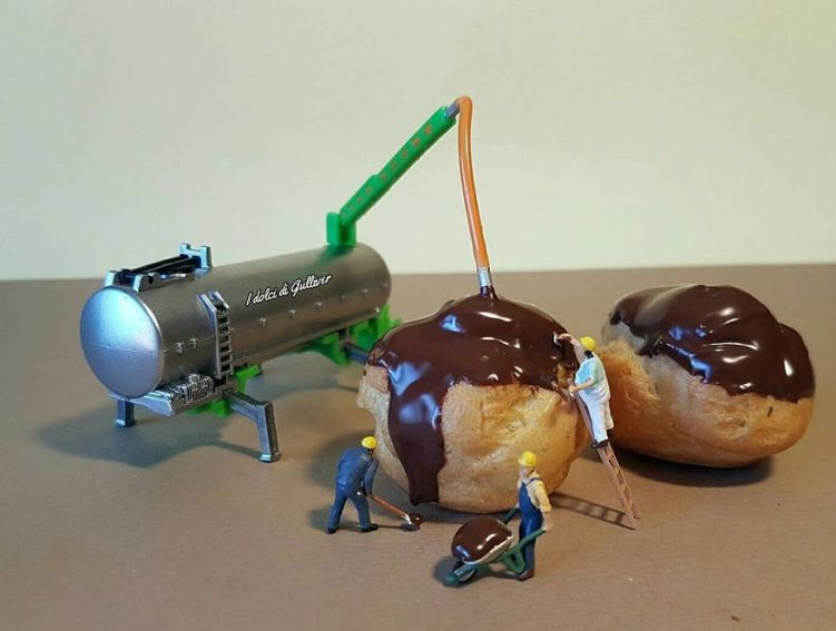 6-little-men-working-on-chocolate-puff