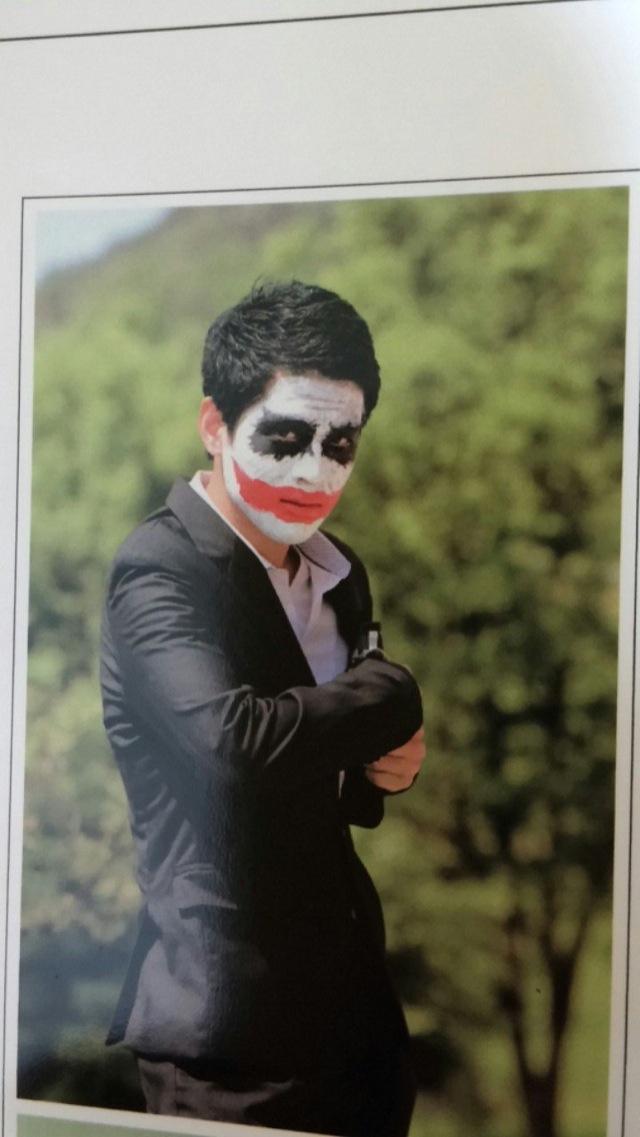 jaarboek foto met rode lippen