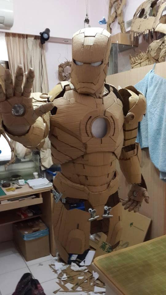 Kartonnen iron man