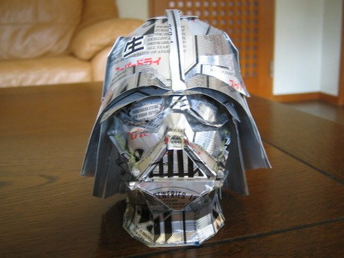 Darth Vader Hoofd gemaakt van lege blikjes fris
