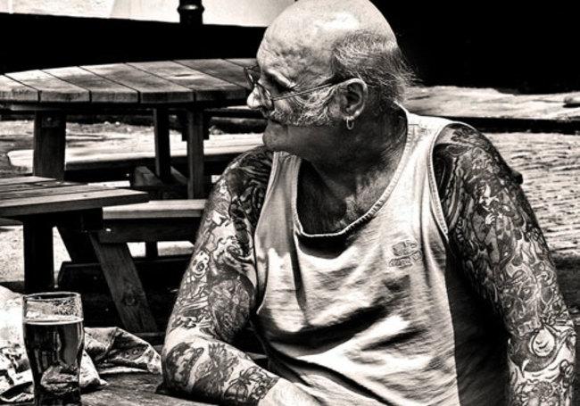 Oude mensen met tattoos