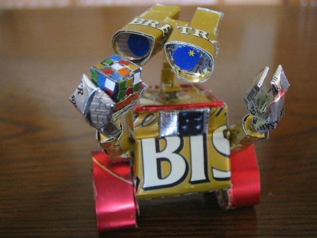 Wall-E gemaakt van lege blikjes fris