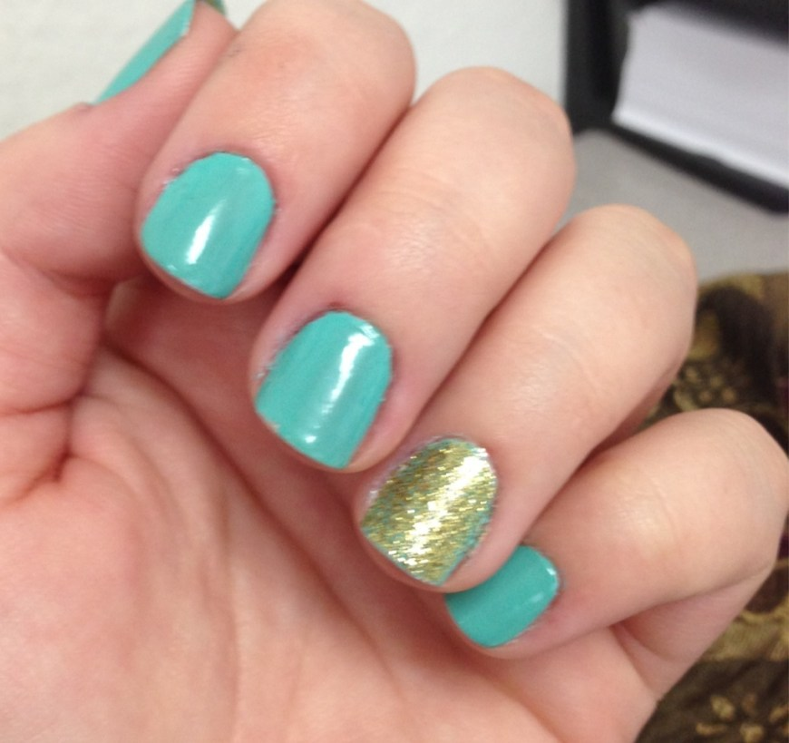 teal with gold glitter accent nail