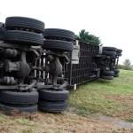 https://pixabay.com/en/semi-accident-crash-truck-2659736/