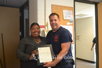 world-mission-society-church-of-god-virginia-burke-volunteers-deliver-home made-meals-firefighters-0038