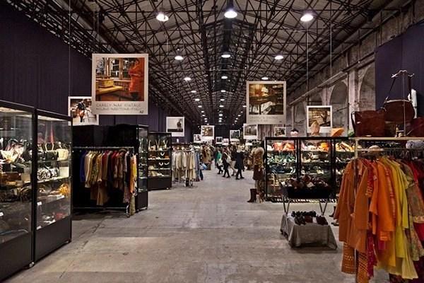 Un'atmosfera da film la fiera VINTAGE SELECTION è un vero laboratorio di ricerca creativa, innovazione stilistica, ma anche punto d'incontro per gli appassionati del vintage e luogo di ispirazione per le grandi aziende di moda.