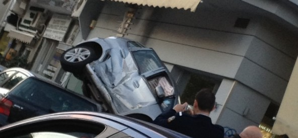 Τροχαίο ατύχημα στη Καραολή και Δημητρίου