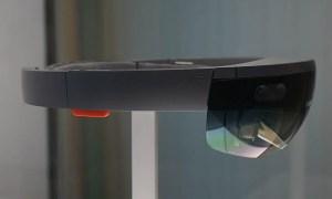 Очки Microsoft Hololens - вид сбоку