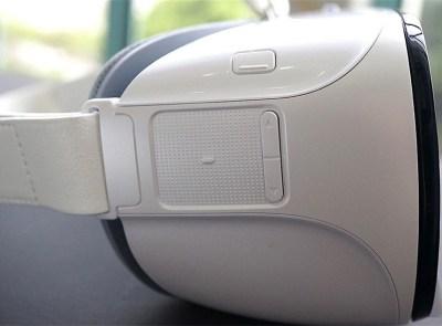 Вид справа на Huawei VR