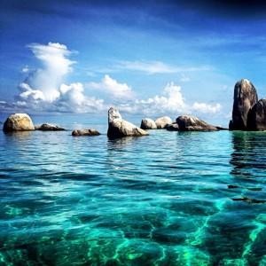 belitung dan batu berlayarnya