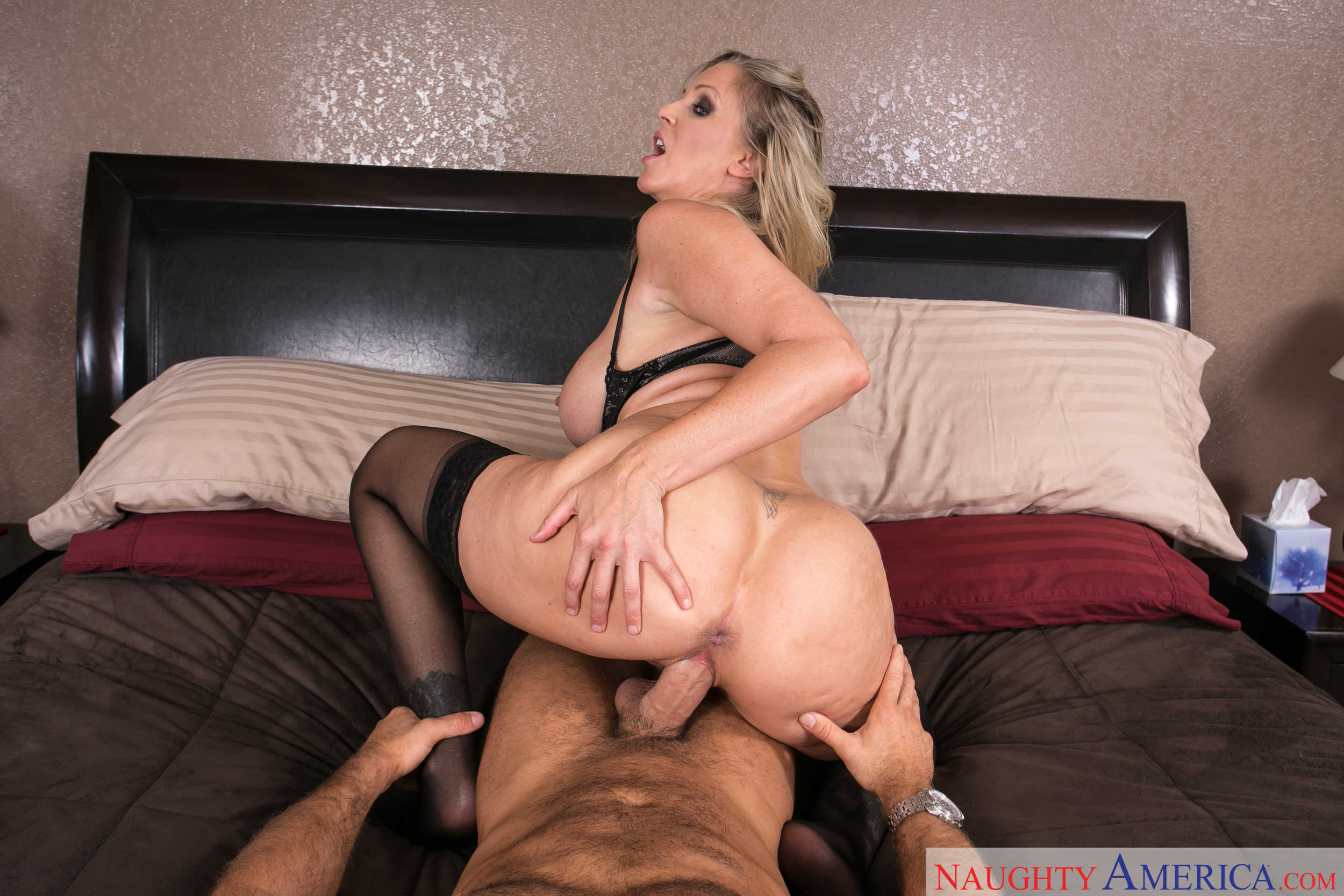 Julia Ann is Your Friends Hot Mom  VR 4 Porn