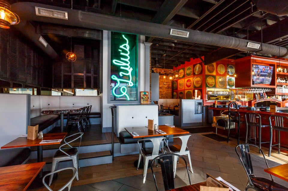 Lulus Allston restaurant photo