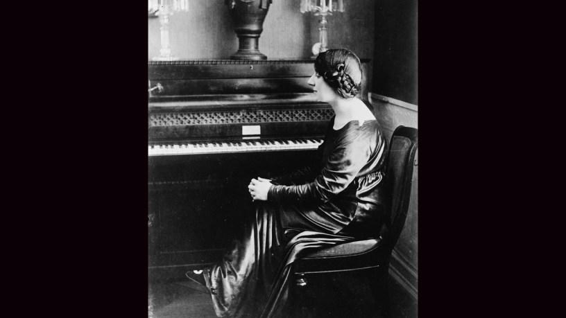 [1946] Wanda Landowska plays – Piano Concerto No.22 3rd Movement (K.482) – Mozart