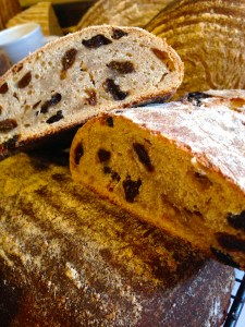 Wonderful recipe for delicious sourdough rye and raisin bread 5