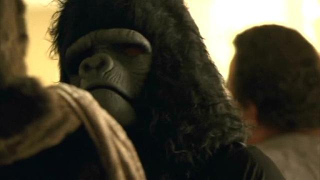 """""""El hombre mata al hombre, el hombre vestido de simio no mata al hombre vestido de simio"""""""