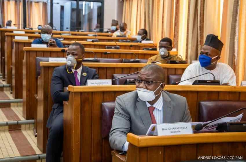 Assiduité aux travaux en séance plénière au Parlement: L'honorable Augustin Ahouanvoébla et 13 de ses collègues montrent l'exemple