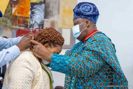 Mme TOSSOU Bayivi Joséphine Josiane, Ancienne députée, Chef d'entreprise, Présidente d'ONG et actuellement Chargée de mission du Président de l'Assemblée nationale élevée au rang de Commandeur de l'Ordre National du Bénin