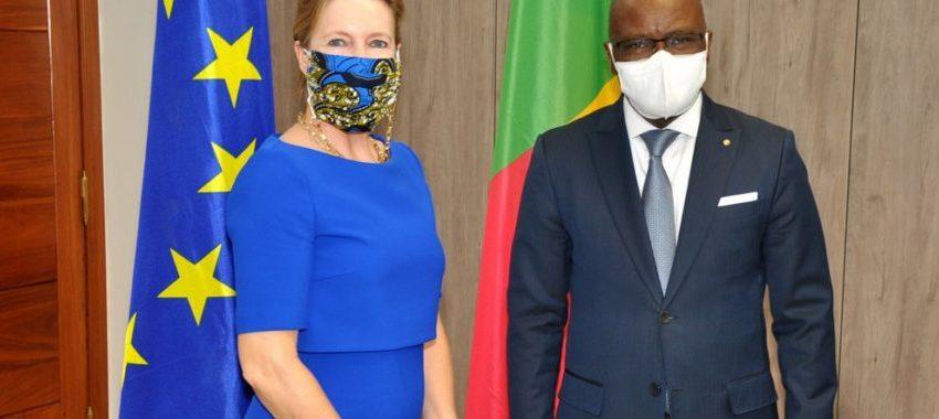 Présentation de copies figurées au ministère des Affaires étrangères:Les ambassadeurs du Gabon et de l'Ue sacrifient à la tradition