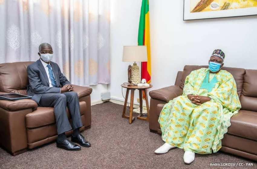 L'Ambassadeur Simon-Pierre Adovelandé au cabinet du Président de l'Assemblée nationale :>