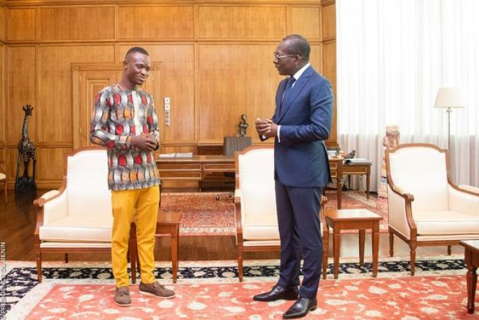 Dr Joachim Hodé, Dr Pharmacien producteur de mobiliers en bois attentif aux bons mots du Président Patrice Talon