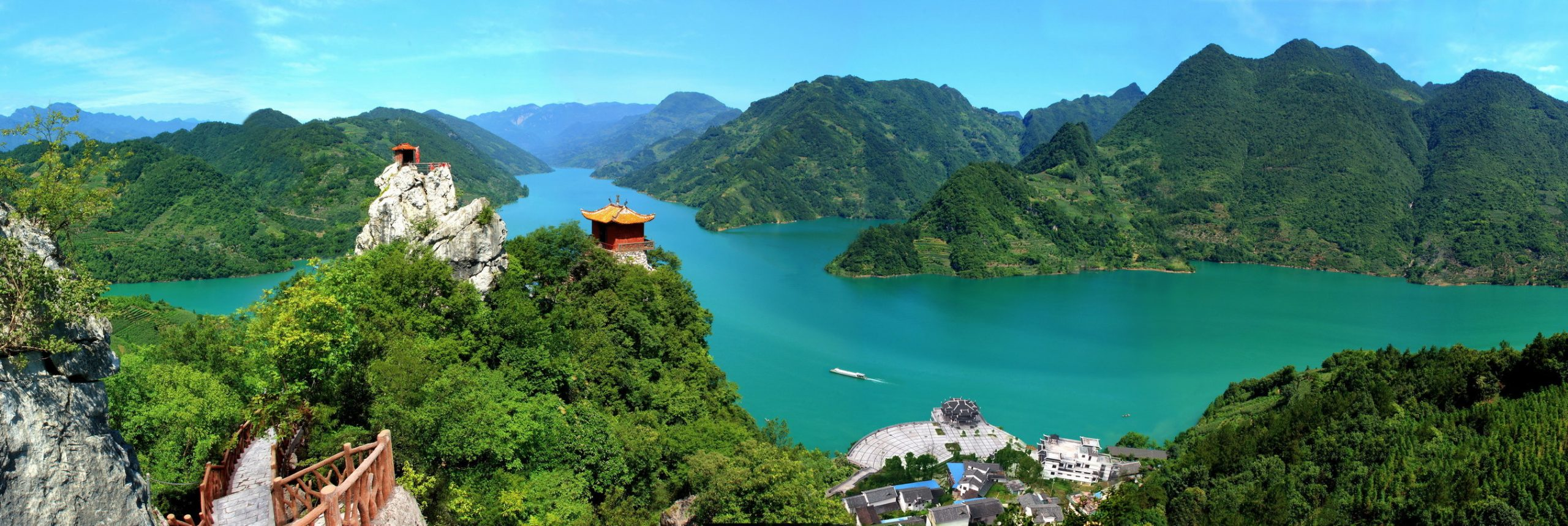 Yichang, a world famous hydropower city and home to a number of ancient Chinese celebrities, made a stunning appearance in front of the world, according to the Publicity Department of Yichang Municipality.