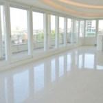 soggiorno non arredato del superattico in affitto in centro a milano