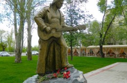 Vysotskij-statue 2