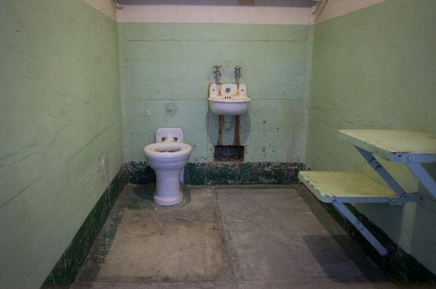 Brighten A Bathroom With No Windows Visihow