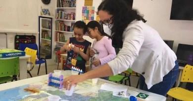 professora joseane treto com alunos em sala hospitalar 01092021160227411 Vision Art NEWS