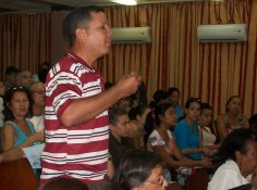 De los precios del transporte público y la disponibilidad de ómnibus en Holguín habló este profesor de la Universidad de Holguín. UHO FOTO/Luis Ernesto Ruiz Martínez.