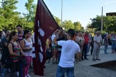 Luis Angel Acosta López recibe la bandera de la FEU que acompañará a los miembros del Destacamento Oscar Lucero de manos de Ricardo Ramírez, Director municipal de educación en Holguín. Acto efectuado el jueves 15 de septiembre de 2016. UHO FOTO/Luis Ernesto Ruiz Martínez.
