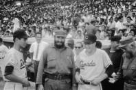 Fidel Castro participa en la inauguración de la VI Serie Mundial de Béisbol Juvenil. Estadio del Cerro, La Habana, 6 de septiembre de 1964