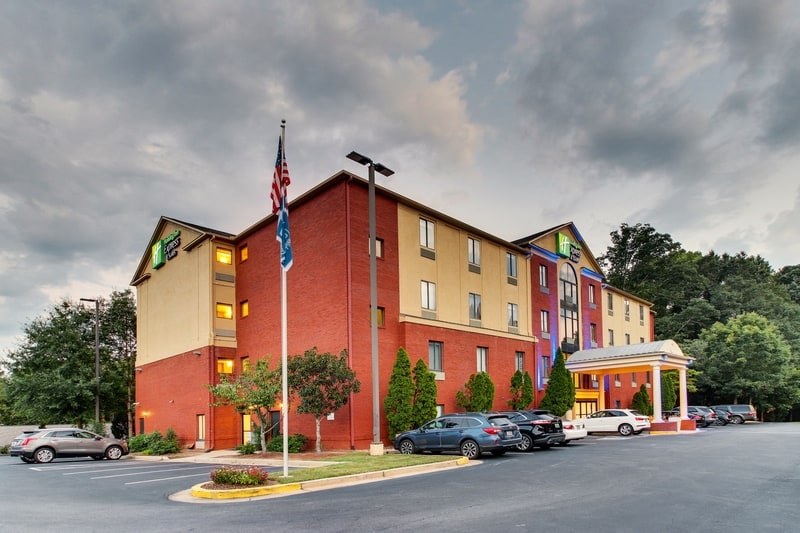 IHG Approved Photography for Holiday Inn Express Emory Exterior 09