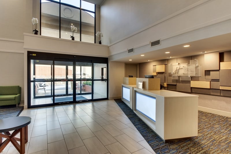 IHG Approved Photography for Holiday Inn Express Emory Lobby 03 2