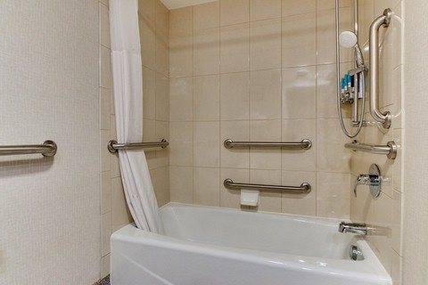 Drury Approved Photography for Pear Tree Inn St. Louis Accessible Bathroom